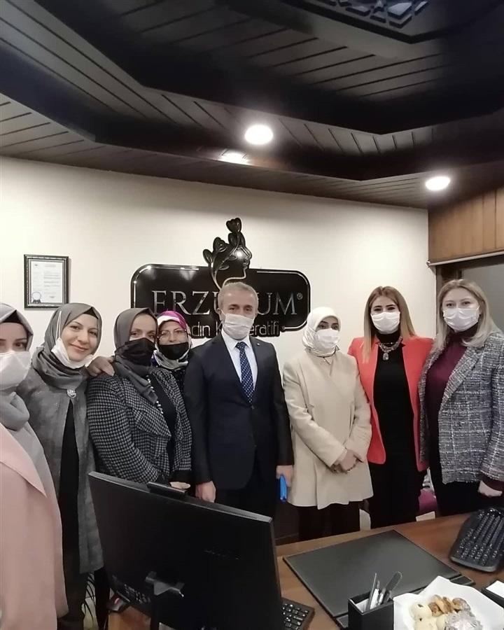 Milletvekilim Sayın Zehra TAŞKESENLİOĞLU BAN Hanımefendinin başkanlığında, Kadın kooperatiflerimizi ziyaret kapsamında Erzurum Kadın Kooperatifimizi ziyaret ettik. Ayrıca İlimizde bulunan tüm kadın kooperatiflerimizin başkanlarının katılımıyla yılsonu genel değerlendirme toplantısı yaptık. Sayın Milletvekilime ilgi ve alakaları için çok teşekkür ederim.
